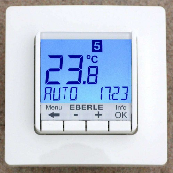 EBERLE FIT-3F blau UP, digital, 16A